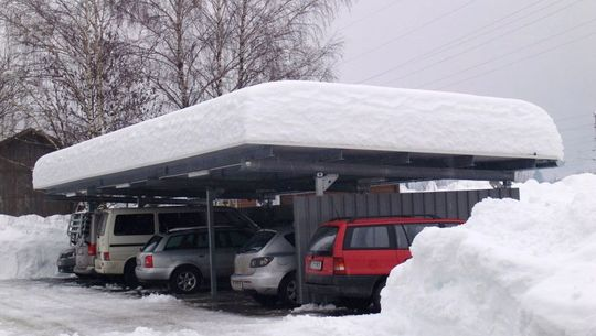 Carport im Winter